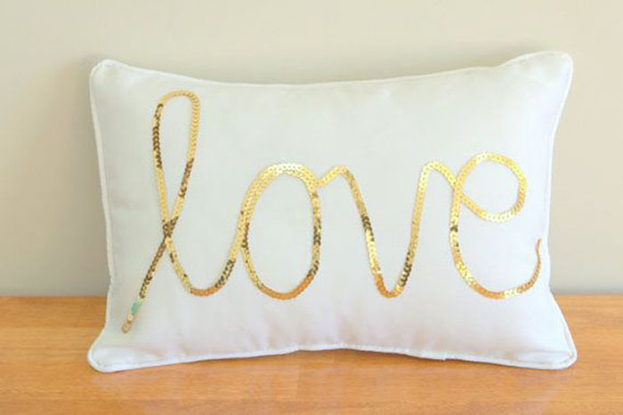 am_865774_6714550_562606 am_865774_6714553_990343 bespoke scrabble piece cushions cojin_formal_mrsmr cojin_suenos cojin romantico decorado con lentejuelas - Cojines Bonitos