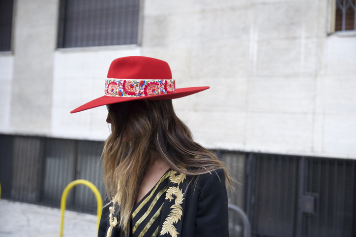 atacadas-milan-fashion-week-zahirmadrid-lacondesa-streetstyle-milan-2017-alicia-bleye-sombreros